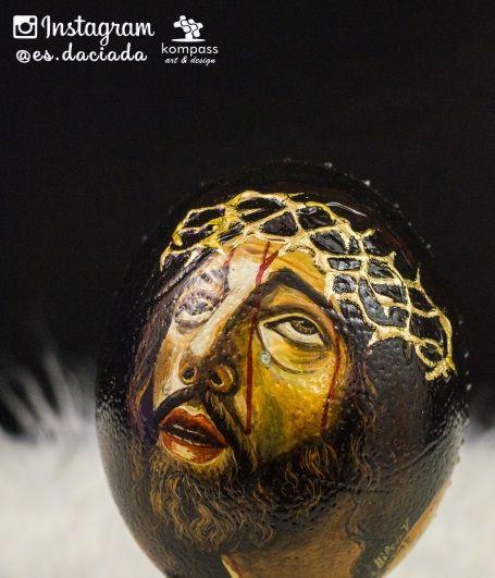 Imagen principal de Jesucristo en via crucis pintado a mano sobre huevo de avestruz